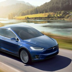 El Tesla Model X, el mejor coche del 2016 para Autocar