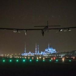 El Solar Impulse completa su vuelta al mundo sin emisiones y con energías renovables