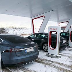 Tesla aumenta la velocidad de carga en Supercargador de su batería de 90 kWh