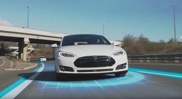 Primeros resultados de la investigación del accidente mortal del Tesla Model S. Exceso de velocidad, y autopilot encendido