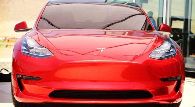 Según Elon Musk, el Tesla Model 3 producirá ingresos de 18.000 millones de euros cada año