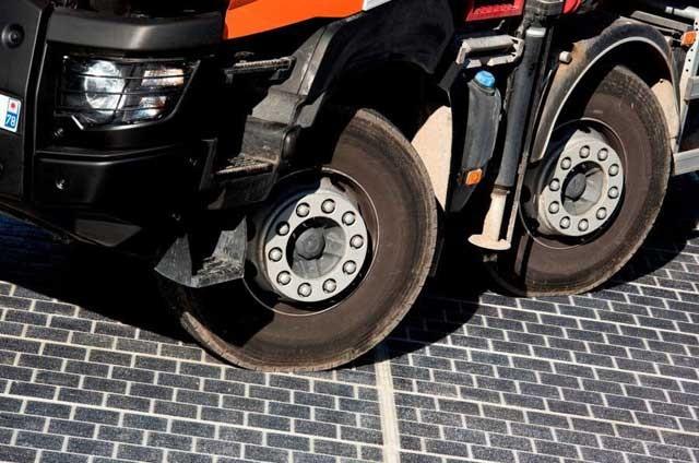 wattway-solar-road-colas-900x601