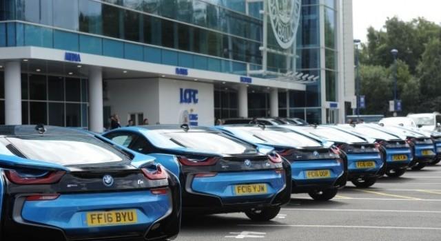 El dueño de Leicester City regala un BMW i8 a cada jugador