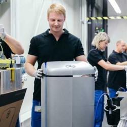 Daimler no tiene prisa en la fabricación de baterías. No habrá grandes inversiones hasta 2025