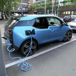 BMW pone en marcha en Reino Unido un programa para cambiar un diésel por un coche eléctrico