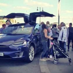 ¿Cuánto consume un Tesla Model X a 200 km/h durante 100 kilómetros?