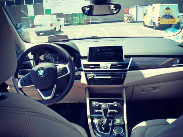 bmw-225xe-interior
