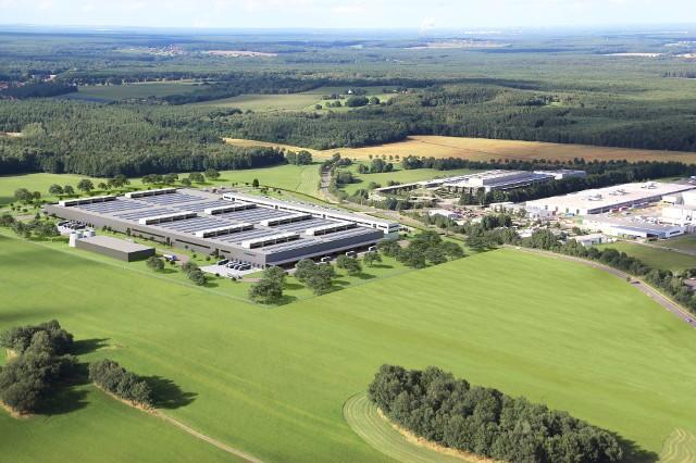 Daimler beginnt mit dem Bau einer zweiten Batteriefabrik bei der ACCUMOTIVE am Standort Kamenz. Die Produktions- und Logistikfläche wird mit der neuen Fabrik auf rund 80.000 m2 vervierfacht. ; Daimler subsidiary ACCUMOTIVE starts construction of second battery factory in Kamenz - fourfold increase of production and logistics area up to around 80,000 m2;