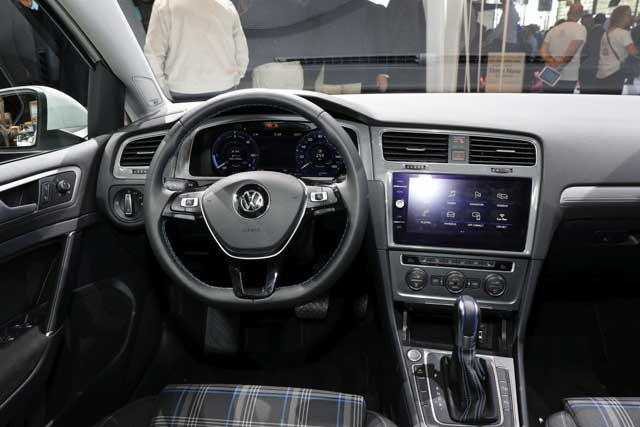 vw-egolf-ll-interior