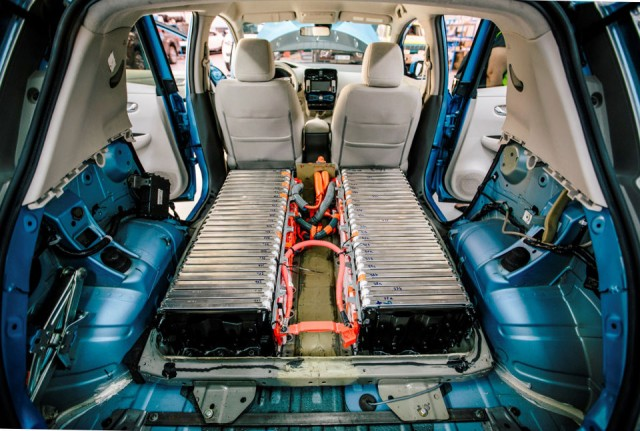 148281_labour_of_love_nissan_employees_build_48_kwh_leaf_prototype_in_their_spare-copia