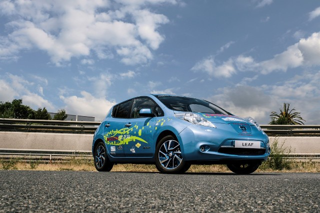 148285_labour_of_love_nissan_employees_build_48_kwh_leaf_prototype_in_their_spare-copia