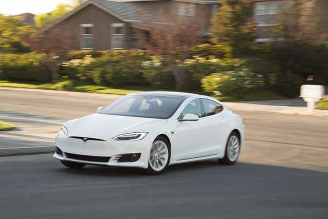 2016-tesla-model-s-60-front-three-quarter-turn