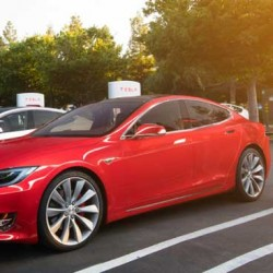 Los actuales clientes de Tesla, y los que compren hasta el 1 de enero de 2017, seguirán teniendo uso gratuito de los supercargadores