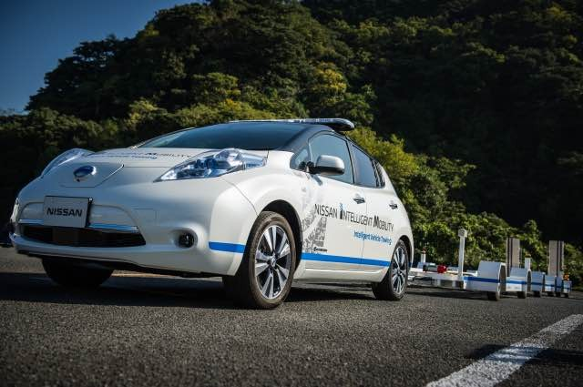 Nissan introduces driverless towing system at Oppama Plant