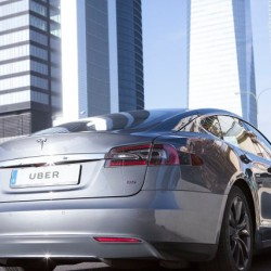 UberOne. El servicio de chófer premium con Tesla Model S llega a Marid