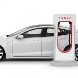 Tesla cobrará a los usuarios que dejen su coche aparcado en un Supercargador una vez terminada su carga