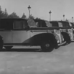 Un poco de historia. Cambio de batería de un taxi eléctrico de Barcelona en 1943