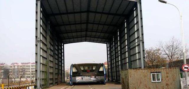 TEB-1. El autobús eléctrico y elevado chino queda olvidado y abandonado