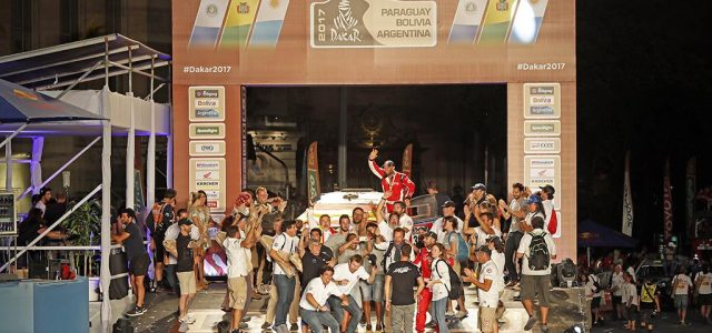 El ACCIONA 100% Ecopowered se convierte en el primer coche eléctrico en finalizar el Dakar