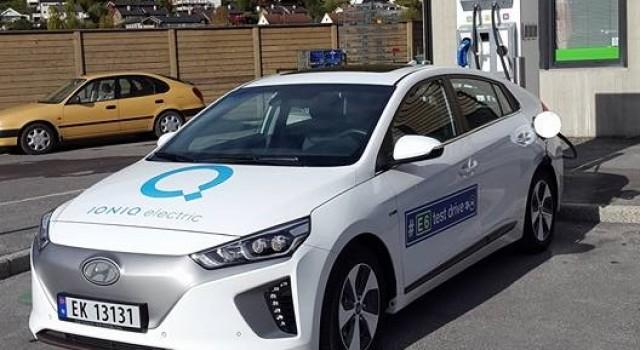 El Hyundai IONIQ recargando hasta 70 kW en un punto de recarga CCS Combo de 100 kW