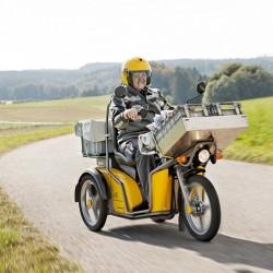 La empresa de correos de Suiza manda al museo a su último scooter gasolina. Flota 100% eléctrica