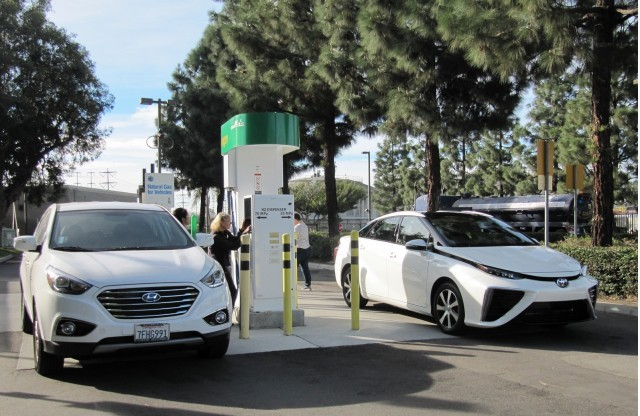 2016-toyota-mirai-hydrogen-fuel-cell-car-newport-beach-ca-nov-2014_100490082_m