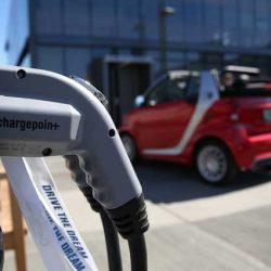 Las eléctricas de California empiezan a instalar puntos de recarga públicos en los bárrios periféricos