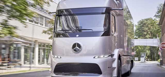 Daimler duda públicamente de que Tesla pueda poner a la venta el camión Semi en 2019