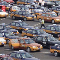 Pekín pone en marcha un plan para sustituir sus 70.000 taxis gasolina por coches eléctricos