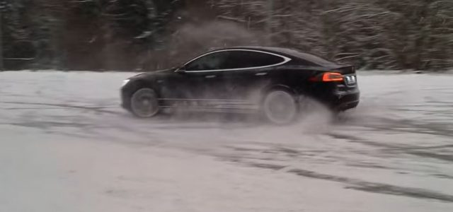 ¿Cansado de que el Autopilot conduzca por ti? Vete a hacer unos ceros en la nieve con tu Tesla Model S (Vídeo)