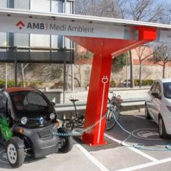 AMB pone en marcha una fotolinera para coches eléctricos en Barcelona