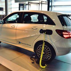 Mercedes comienza a levantar su nueva fábrica de baterías para coches eléctricos