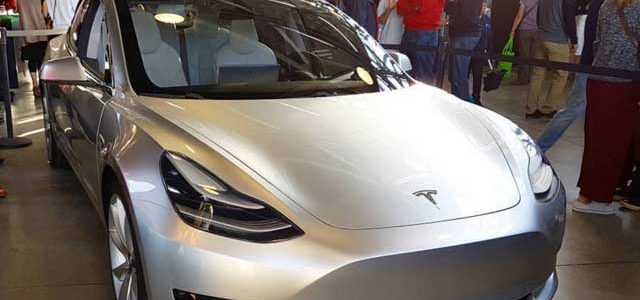 Razones por las que Tesla no ha mostrado todavía el diseño y detalles del Model 3 de producción