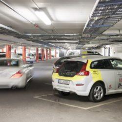 Noruega es otro mundo. Un parking con 102 puntos de recarga, y batería de respaldo