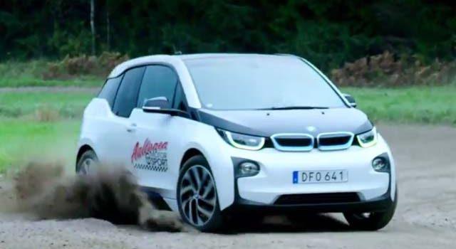 La leyenda de los ralis Rauno Aaltonen prueba el BMW i3 en un circuito de tierra