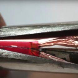 Así es por dentro una celda de la batería 18650 de Tesla y Panasonic