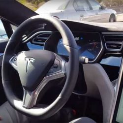 Media hora al volante de un Tesla Model S con Autopilot 2 y la última versión del software