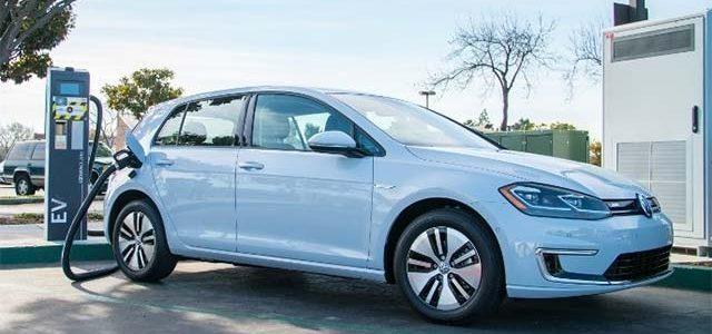 Volkswagen empieza el despligue de puntos de recarga ultrarápidos en Estados Unidos. 320 kW para la próxima generación de coches eléctricos