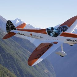 André Borschberg crea H55: La empresa que tratará de llevar al mundo de la aviación la tecnología eléctrica del Solar Impulse