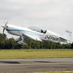 El motor eléctrico de Siemens establece  nuevos records en la avioneta acrobática Extra 300LE.