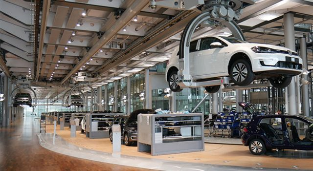 Volkswagen da los primeros pasos para convertirse en fabricante de baterías para coches eléctricos