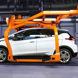 UBS realiza un análisis para estimar el coste de fabricación del Chevrolet Bolt y del Model 3. Tesla es ligeramente más caro, pero obtiene menores pérdidas por unidad vendida