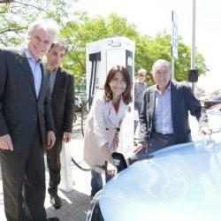 Barcelona continúa ampliando su red de puntos de recarga rápida, y gratuita, para coches eléctricos