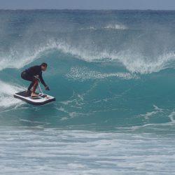 Lampuga Air : una tabla de Surf inflable, modular y con motor eléctrico.