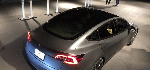 Tesla descarta casi por completo la posibilidad de dotar de un techo fotovoltaico al Model 3