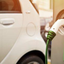 ING dice que en 2035 el coche eléctrico ocupará el 100% de las ventas en Europa. Peligros para los fabricantes locales por su baja competitividad