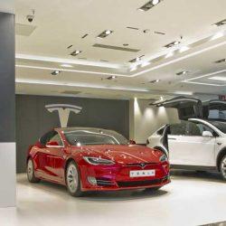 Tesla abre una tienda temporal en el Corte Inglés de Marbella