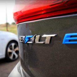 Prueba de aceleración. Chevrolet Bolt contra Volkswagen Golf GTI