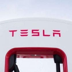 En la práctica, el Tesla Model S y X siguen manteniendo la recarga gratuita en los Supercargadores