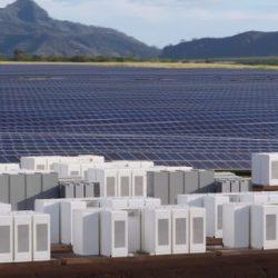 Lo Mejor de la Semana en DiarioRenovables. Instalación solar con baterías de Tesla a vista de dron, fin de la era nuclear en España…